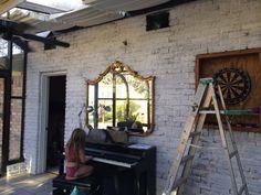 Lime washed brick wall - Home & DIY Whitewash Brick House, White Wash Brick Fireplace, Brick Porch, Brick Wall, Brick Ranch Houses, Modern Farmhouse Exterior, Ranch Style Homes, Porch Lighting, Facade House