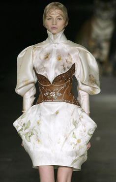 Paris Fashion Week - Alexander McQueen Spring/Summer 2009 Fashion Show - Pictures - Zimbio