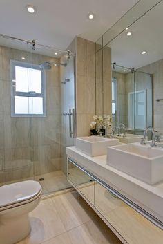 Navegue por fotos de Banheiros modernos bege: . Veja fotos com as melhores ideias e inspirações para criar uma casa perfeita.