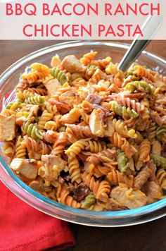 What Is In This Pasta Salad? This BBQ Bacon Ranch Chicken Pasta includes chicken bacon barbecue sauce cheese ranch dressing tomatoes and pasta which go great together. Ranch Pasta, Pasta Alfredo Con Pollo, Bbq Bacon, Turkey Bacon, Chicken Pasta Recipes, Recipe Pasta, Chicken Lasagna, Skillet Chicken, Chicken Bacon Ranch