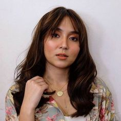 Kathryn Bernardo Photoshoot, Kathryn Bernardo Hairstyle, Brown Hair Pale Skin, Daniel Padilla, Boy Photography Poses, Instagram Highlight Icons, Aesthetic Girl, Celebs, Celebrities