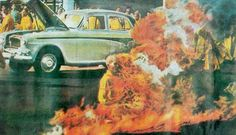 Pulitzer prize winning photograph capturingThích Quảng Đức Self-immolating in protest of the treatment of Buddhists by the Roman Catholic government. Ell Students, Buddhist Monk, The Lives Of Others, Persecution, Vietnam War, Roman Catholic, Brave, Buddhists, Painting