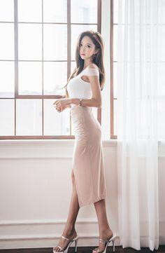 Người đẹp Park Soo Yeon khoe đường cong mê mẩn với những chiếc váy bó sát