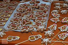 Turta dulce - CAIETUL CU RETETE Gingerbread Cookies, Pizza, Desserts, Blog, Sweets, Gingerbread Cupcakes, Tailgate Desserts, Deserts, Postres