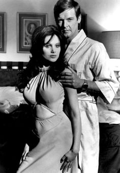 "Miss Caruso (Madeline Smith and Hammer Film Girl) and James Bond (Roger Moore) in ""Live and Let Die"", Roger Moore 007, Best Bond Girls, James Bond Women, James Bond Style, Madeline Smith, George Lazenby, Bond Series, Timothy Dalton, Gentlemans Club"