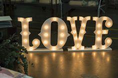 Sweetnessandco - giant letter for wedding - wedding ideas decor - Wedding Ceremony Inspiration - Event Decor