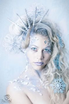 Ice Makeup #TheFrozenLook dip threads in flour/baby powder to complete look!