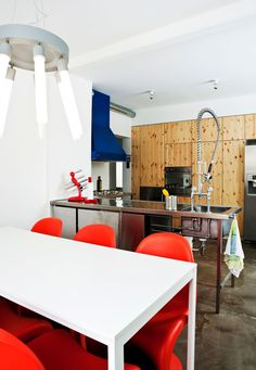 Love love love this industrial kitchen