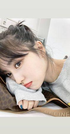 Twice Momo Cute Selca Aesthetic Soft Icon Kpop Girl Group Extended Play, Nayeon, Kpop Girl Groups, Korean Girl Groups, Girls 4, Kpop Girls, Minatozaki Sana, Dahyun, Hirai Momo