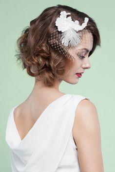 Labude Headpiece Ruby Fascinator Spitze Feder Birdcage Pailletten Brauthaarschmuck