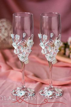 White flowers wedding toasting champagne glasses  personalized от DiAmoreDS