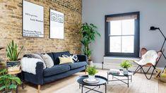 Une maison londonienne rénovée par une designer Sarah Wallis, designer d'intérieur a rénové cette petite maison londonienne, en ouvrant les volumes, et en lui exploitant les combles pour créer plusieurs chambres. L'esprit loft est présent partout, avec les briques apparentes d'origine qui ont été mises à nu.