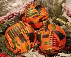 Christmas Baubles To Make, Holiday Ornaments, Christmas Crafts, Christmas Decorations, Holiday Decorating, Ball Ornaments, Black Christmas, African Christmas, Bowl Fillers