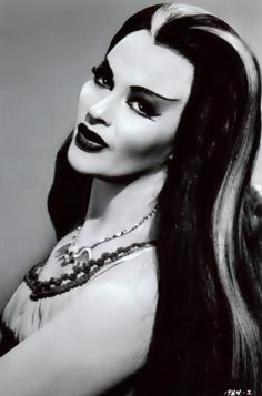 "Yvonne De Carlo: only she could still look this beautiful as a ""Munster"""