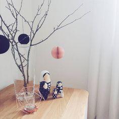 """""""jetzt, wo die weihnachtsdeko weg ist, darf es ruhig mal etwas cleaner und schlichter zugehen  #interiør #housedoctor #ornaments #matroschkas…"""""""