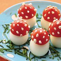 Feestelijke paddestoeltjes van ei en tomaat (met recept).