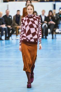 Arthur Arbesser Fall 2020 Ready-to-Wear Fashion Show - Vogue Knit Fashion, Runway Fashion, Girl Fashion, Fashion Trends, Vogue Paris, Chunky Knitwear, Vogue Australia, Pullover, Fashion Show Collection