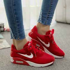 Beautiful shoes against the beautiful feet.��NIKE Shoes��