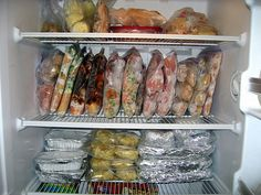 The Virtuous Wife: freezer cooking. This girl lost 135 pounds and loves to cook healthy recipes. This is a list of her recipes. Make Ahead Freezer Meals, Crock Pot Freezer, Freezer Cooking, Bulk Cooking, Dump Meals, Freezer Dinner, Freezable Meals, Cook Dinner, Slow Cooker Recipes