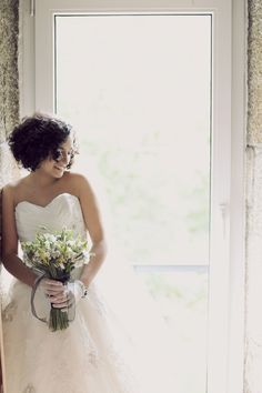 such a pretty Bride rocking the sweetest curls  Photography By  http://piteiraphotography.com