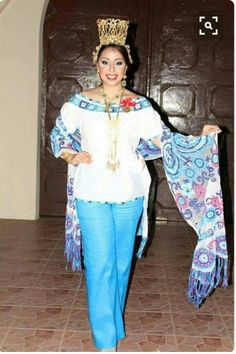 Camisola and rebozo in blue.