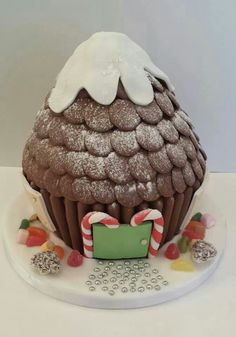 It might sound a little predictable only choosing giant chocolate cupcakes, but the designs and recipes differ vastly! Christmas Cake Designs, Christmas Cake Decorations, Christmas Cupcakes, Holiday Cakes, Christmas Desserts, Christmas Treats, Kids Christmas, Big Cupcake, Giant Cupcake Cakes