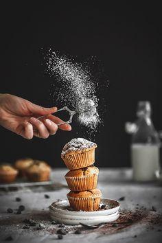Amazing Food Photography, Dark Food Photography, Cake Photography, Food Flatlay, Diy Food, Food Pictures, Food Styling, Food Art, Food Inspiration