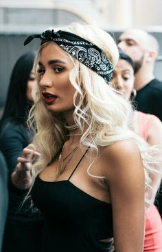 Pia Mia Outfits, Bandana Girl, Bandana Styles, Bandana Hairstyles, Ombre Hair Color, Celebrity Hairstyles, Hair Inspiration, Blonde Hair, Curly Hair Styles