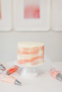 How to watercolor a cake using frosting
