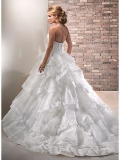 Ball Gown Sweetheart Ivory Court Train Organza Princess Wedding Dresses Cheap 801017