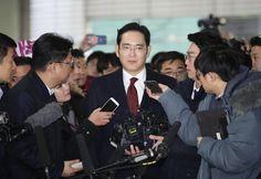 O vice-presidente da multinacional é acusado de estar envolvido num escândalo de corrupção que atinge a Presidente do país.