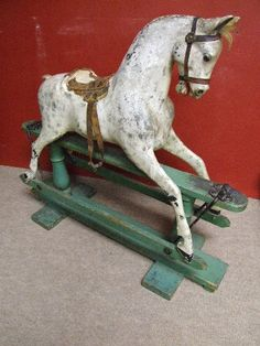 Old Horse Glider Antique Rocking Horse, Rocking Horse Toy, Vintage Horse, Vintage Rock, Antique Toys, Vintage Antiques, Old Halloween Costumes, Wooden Horse, Painted Pony