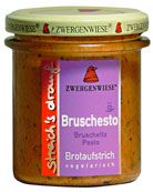 Ein feiner veganer & glutenfreier Brotaufstrich mit angenehm würziger Note in wunderbar cremiger Konsistenz. Schmeckt auch als raffinierte Zutat an Gemüse-, Reis- und Nudelgerichten.   Zutaten: Rapsöl*, Wasser, Tomaten* 12%, Sonnenblumenkerne*, Zitronensaft* aus Zitronensaftkonzentrat*, Tomatenmark*, Pesto Gewürzmischung* 6% (Tomate*, Knoblauch*, Steinsalz, Pfeffer*, Oregano*), Apfeldicksaft*, getrocknete Tomaten*, Verdickungsmittel Kartoffelstärke*, Meersalz.*aus kontrolliert ökologischem…