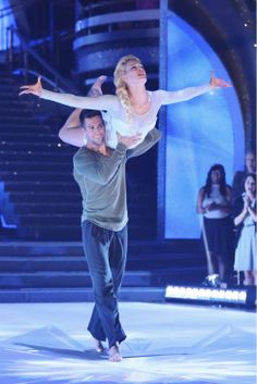 James Maslow and Peta Murgatroyd perform a 'Frozen'-themed Contemporary routine on #DWTS Week 5 (4/14/14)