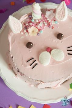 Caticorn Cake - The magic cat conquers all hearts - DIY Food: Backen & Süßes - Kuchen Magic Cat, Apple Smoothies, Salty Cake, Food Cakes, Savoury Cake, Mini Cakes, Diy Food, Clean Eating Snacks, Cake Designs