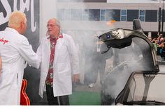 Doc Brown appeared in his Delorean at #CES2014 to help celebrate Gibson guitars http://cnet.co/1aFJSXf  pic.twitter.com/y4RYvspKzX