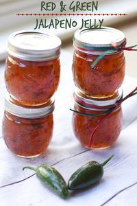 Christmas Jalapeño Jelly Recipe- Homemade Gifts A super easy holiday appetizer just pour over a block of cream cheese and serve with crackers Jalapeno Jelly Recipes, Jalapeno Pepper Jelly, Pepper Jelly Recipes, Jalapeno Jam, Hot Pepper Jelly, Jam Recipes, Canning Recipes, Sauces, Marmalade