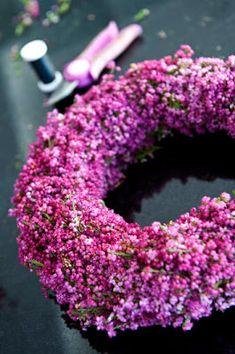 home of voxgirl: krans med ljung Wreaths And Garlands, Door Wreaths, Fall Room Decor, Seasonal Decor, Holiday Decor, Wreath Crafts, Purple Rain, Autumn Inspiration, Flower Arrangements