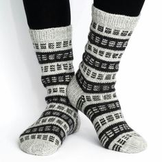 Easy Knitting, Knitting Socks, Knitting Patterns, Sock Toys, Stocking Tights, Yarn Ball, Wool Socks, Diy Crochet, Diy Fashion