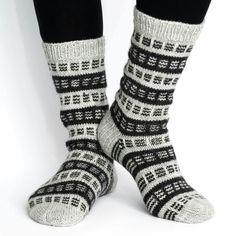 Easy Knitting, Knitting Socks, Knitting Patterns, Sock Toys, Stocking Tights, Yarn Ball, Wool Socks, Diy Crochet, Diy Fashion