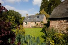 Romantic luxury holiday cottage with real fire. Sleeps 2. Abergavenny, Wales, UK - Brecon Beacons National park.