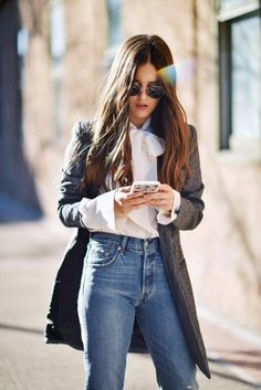 the-jeans-all-the-cool-girls-are-wearing-at-nyfw-1651544-1455070059.640x0c