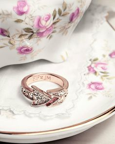 love this cupid's arrow ring from JewelMint. Jewelry Box, Jewelry Accessories, Fashion Accessories, Fashion Jewelry, Ladies Accessories, Arrow Ring, Love Ring, Diamond Are A Girls Best Friend, Rose Gold