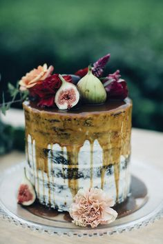 drip wedding cake - photo by Figtree Pictures http://ruffledblog.com/moody-industrial-wedding-inspiration