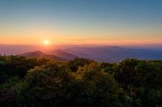 Brasstown Bald GA - The Most Beautiful View I've seen yet exploring landscape Nature Photos Most Beautiful, Beautiful Places, Beautiful Pictures, Brasstown Bald, 4k Wallpaper For Mobile, Weekend Trips, Landscape Photographers, Nature Photos, Beautiful Landscapes