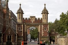 This entrance to Lincoln's Inn can be seen briefly in a travel sequence at the beginning of the film