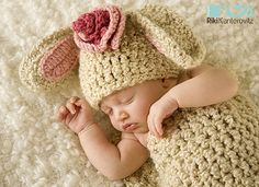 Soft & Cozy Newborn Baby Cocoon and Bunny Hat Cap with Boutique Flower Clip inspiration Crochet Baby Cocoon, Crochet Bebe, Crochet Baby Hats, Cute Crochet, Crochet For Kids, Baby Knitting, Precious Moments, Baby Patterns, Crochet Patterns
