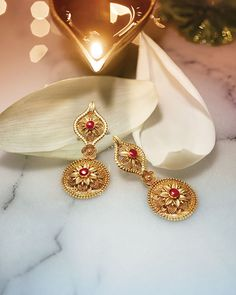 This Sublime Collection Of Gold Jewellery From Tanishq Is An Embodiment Grace And Magnificence