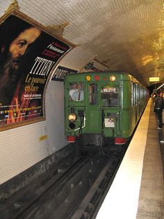 Paris Métro: Sprague-Thomson is the first rolling stock on the Paris Métro made completely of metal Tramway, Rapid Transit, Paris Metro, U Bahn, Rolling Stock, London Underground, Paris Photos, Bastille, Model Trains