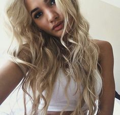 Image via We Heart It #beauty #blonde #curls #hair